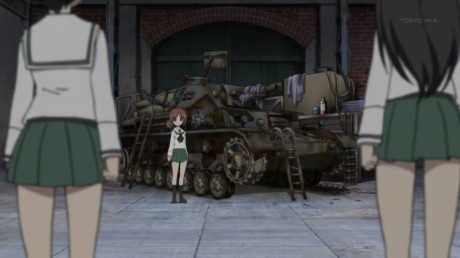 [Commie] Girls und Panzer - 01v2 [00B0DB16].mkv_snapshot_22.07_[2012.12.13_13.12.40]