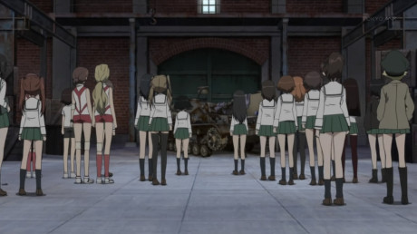 [Commie] Girls und Panzer - 01v2 [00B0DB16].mkv_snapshot_22.08_[2012.12.13_13.12.48]