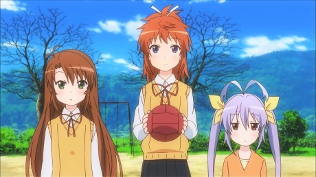 non_non_biyori-01-komari-natsumi-renge-children-catch-ball-recess-school